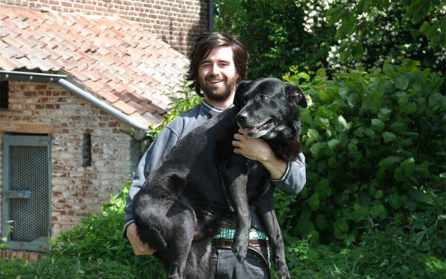 guy-recreates-photo-with-dog-2