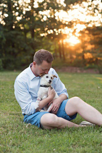 6.17.16-News-Anchor-Says-Goodbye-to-His-Beloved-Dog-With-a-Bucket-List10-393x590 (1)