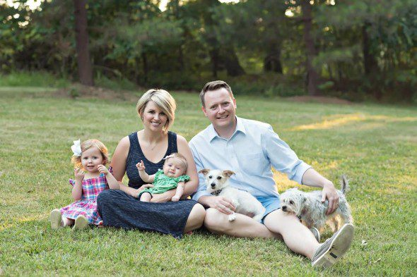 6.17.16-News-Anchor-Says-Goodbye-to-His-Beloved-Dog-With-a-Bucket-List7-590x393 (1)